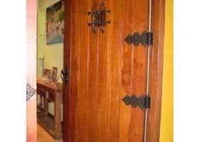 puerta de seguridad rústica