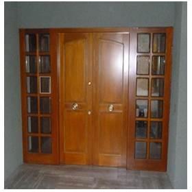puerta de seguridad con ventanas