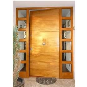 puerta de acero y madera