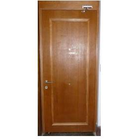 puerta de seguridad con brazo