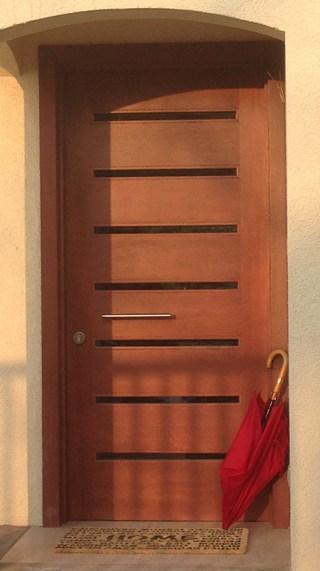 Puerta blindada con ventanillas largas