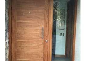 puerta ancha de seguridad