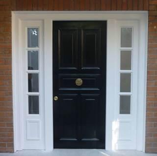 Puerta Antirrobos Negra con Ventanas Laterales