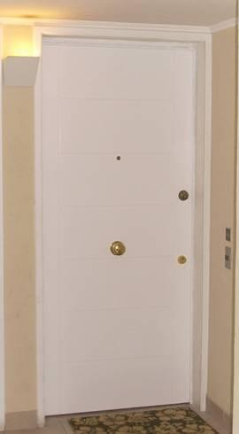 Puerta para departamento blanca de acero